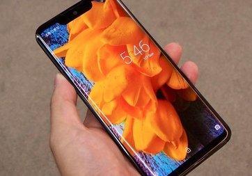 Sharp dünyanın en hafif telefonu Aquoes Zero'yu tanıttı