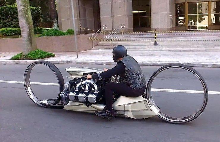 Uçak motorundan motosiklet yaptı