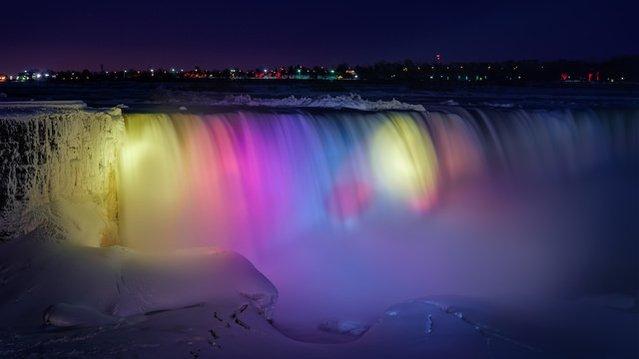 Donan Niagara Şelalesi ortaya inanılmaz görüntüler çıkardı