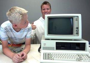 Dünyanın ilk kişisel bilgisayarının içini açtılar!