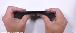 HTC U11 çizilme, bükülme ve yanma testinde