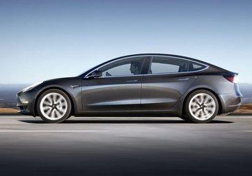 Tesla Model 3 için bekleyiş sona erdi