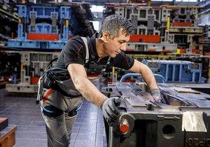 Otomobil üretiminde dış iskelet kullanıyorlar