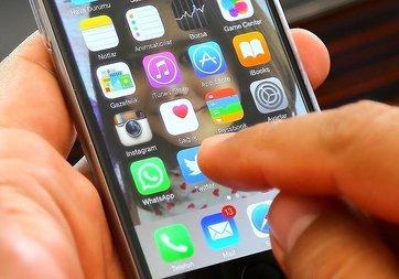 Gençler telefon uygulamalarına günde 196 dakika ayırıyor
