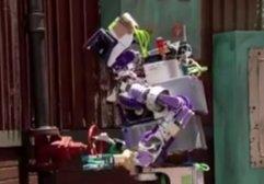 Vanayı açmaya çalışan robotun sonu