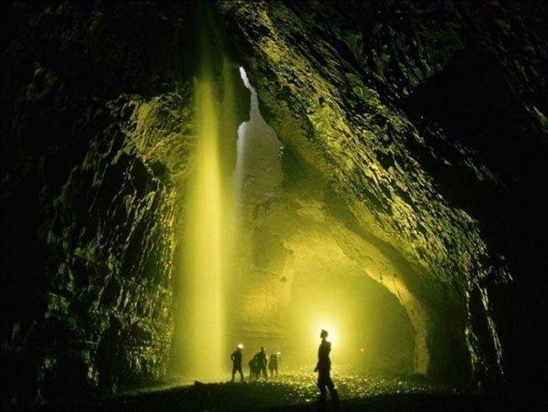 Dünyanın en derin mağarasına indiler