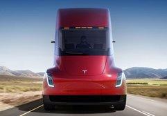Elon Musk, Tesla Semi'yi böyle tanıttı