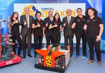 Turkcell'in Zeka Küpü gençleri robot üretiyor, geleceğe yön veriyor