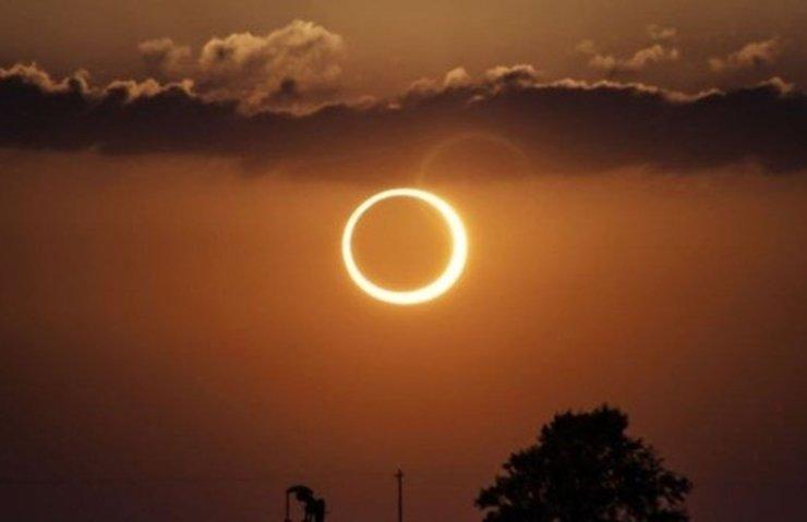 Tarihi Güneş Tutulması başladı! Canlı izleyin