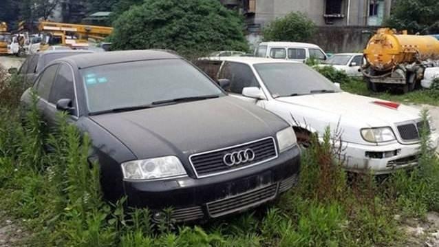 Terk edilen lüks otomobiller