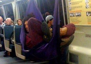 Metroların ilginç yolcuları sosyal medyayı salladı