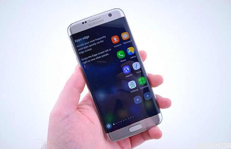 GALAXY S7 EDGE'İN EKRANI YILIN EKRANI SEÇİLDİ