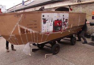 Kartondan gemi yapıp denize açılmak!