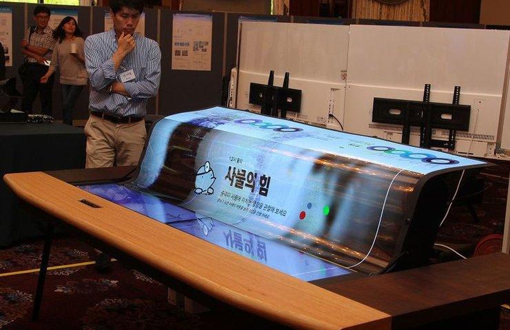 LG'nin esnek OLED ekranı su gibi akıyor
