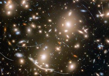 Hubble Teleskobu'nun galaksi tuvalinde asteroid lekeleri