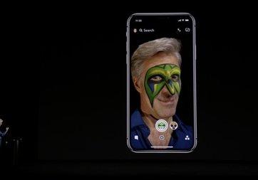 iPhone X'in Animoji özelliği Apple'ın başına bela oldu