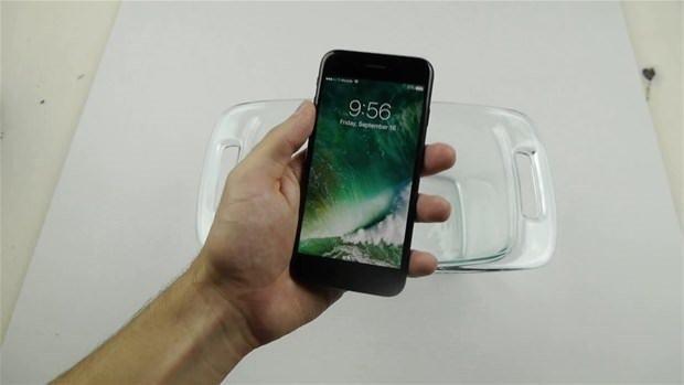 iPhone 7 yeni işkence testine girdi