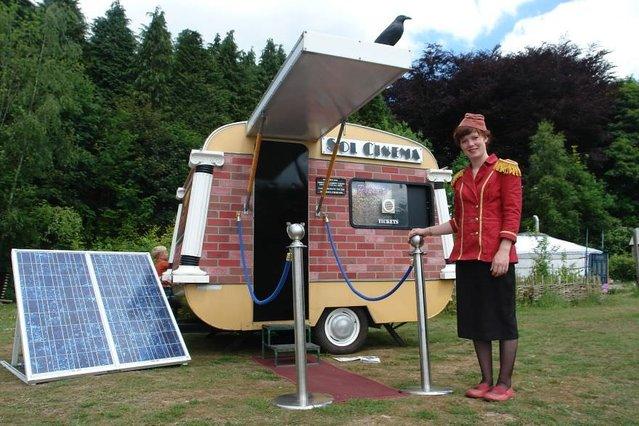 Dünyanın ilk güneş enerjili sinemasıyla tanışın!
