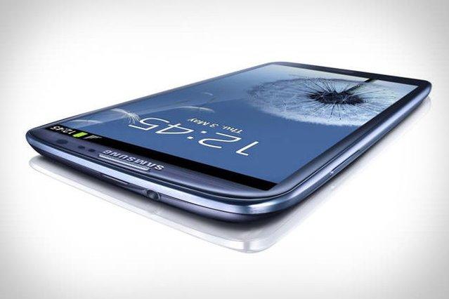 Samsung Galaxy S III parçalara ayrıldı