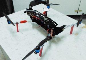 Üniversite öğrencileri denizde, havada, karada hareket eden drone yaptı