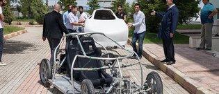 Hayallerini elektrikli otomobil 'Pars' ile gerçeğe dönüştürdüler
