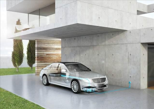 Mercedes kablosuz şarjı hayata geçiriyor
