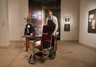 Stephen Hawking'in eşyalarına servet ödendi