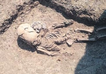 Kırım'da 'uzaylı' çocuk iskeleti iddiası