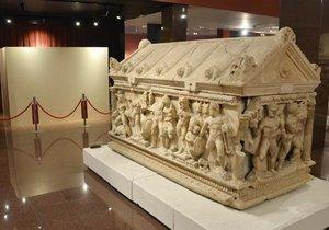 Herakles Lahdi müzedeki yerini aldı