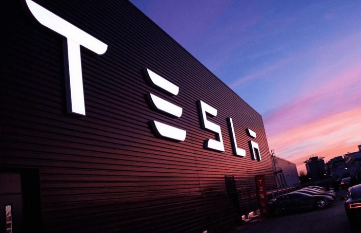 Tesla yüzlerce çalışanını işten çıkardı