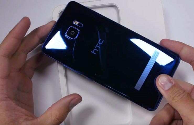 HTC U ULTRA BÜKÜLME VE DAYANIKLILIK TESTİNE GİRDİ