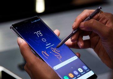 Samsung yazılımla telefonların performansını düşürüyor mu?