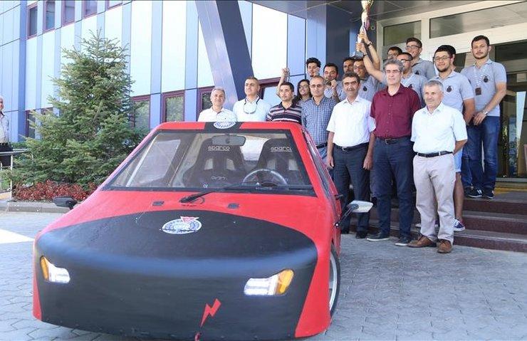 KSÜ öğrencilerinin otomobiline TÜBİTAK'tan ödül geldi