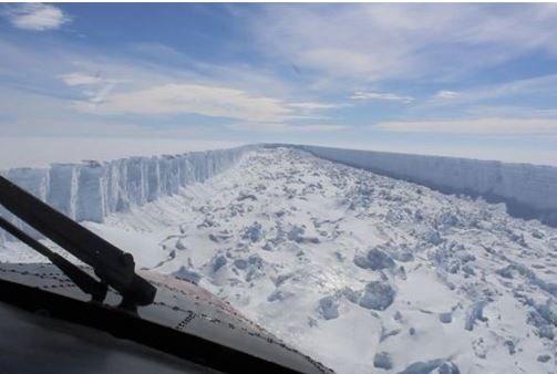Antartika'da kopan İstanbul'dan büyük buzulu görüntülediler
