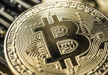 Bitcoin'in fiyatı yeniden 10000 dolara çıktı!