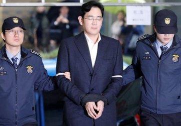 Samsung'un veliahdı için 12 yıl hapis istendi!