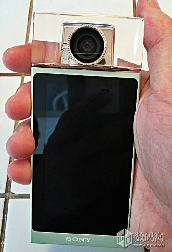 Sony'den ilginç tasarımlı, döner kameralı Selfie telefon
