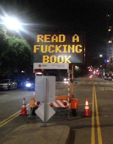 Elektronik trafik levhası hack'lendi!