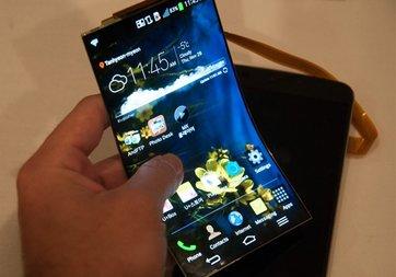 Samsung bükülebilir telefonunu kapalı kapılar ardında gösterdi!
