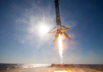 SpaceX'in tarihi inişinin yakın görüntüleri yayınlandı!