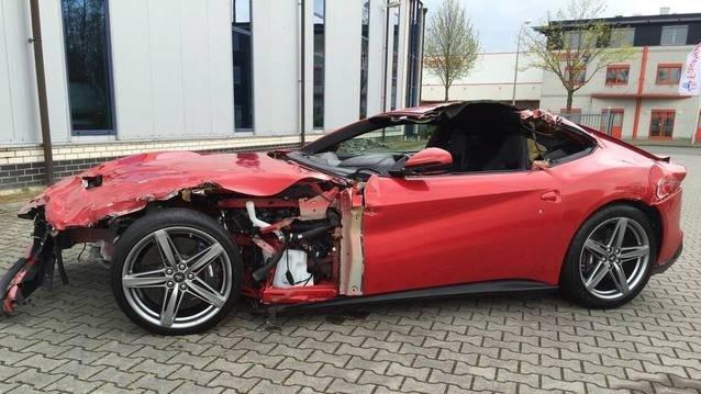 Kazalı Ferrari 240 bin TL'ye satılıyor
