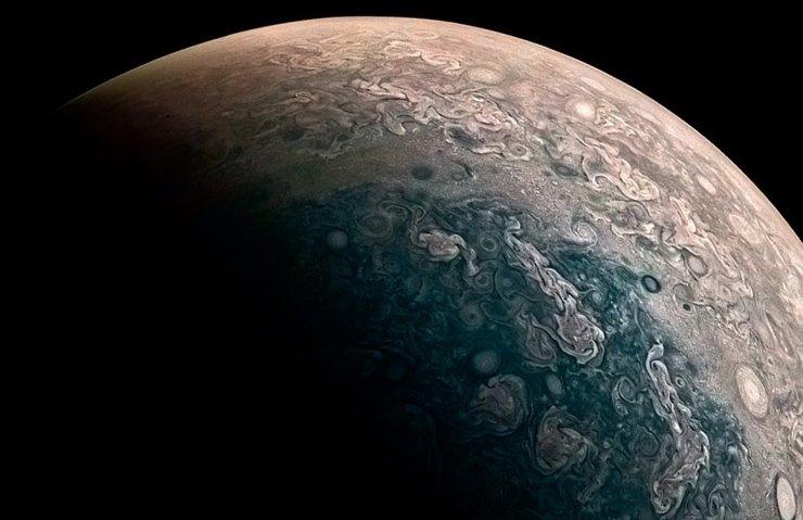 NASA'NIN UZAY ARACI JUNO, JÜPİTER'İN KUTBUNU GÖRÜNTÜLEDİ