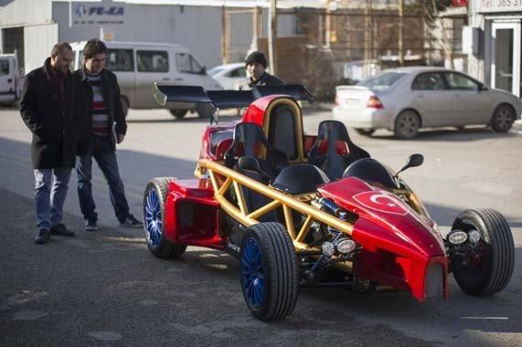 Hayali olan yarış otomobilini 35 bin liraya yaptı