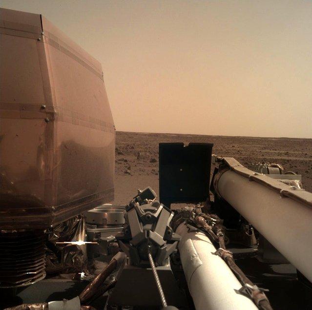 NASA'nın Mars'a gönderdiği keşif aracı InSight iniş yaptı
