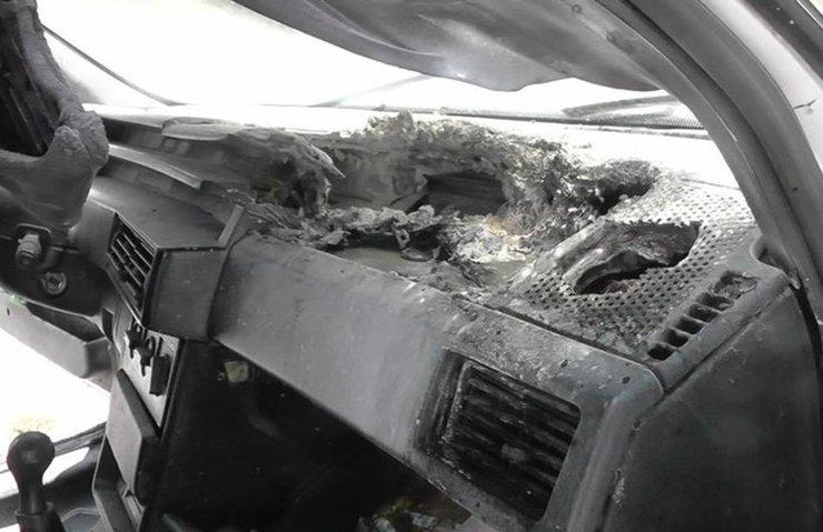 Konya'da cep telefonu aracı yaktı