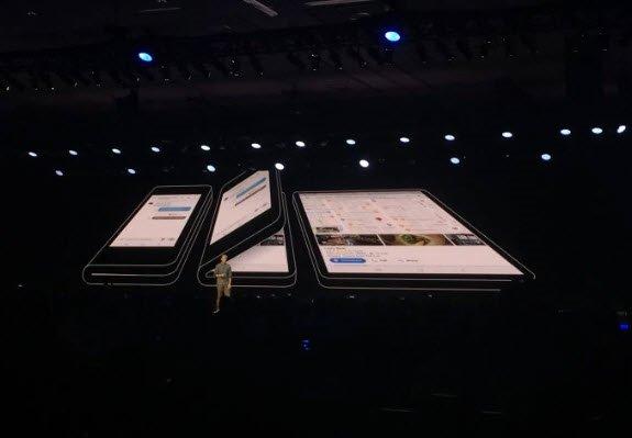 Samsung katlanabilir ekranlı telefonunu resmen tanıttı!