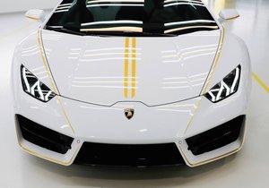 Papa'nın imzaladığı Lamborghini satıldı