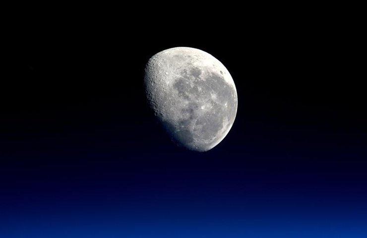 NASA AY SEFERLERİNİ ÖZEL ŞİRKETLERE DEVREDİYOR