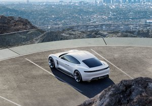 Porsche'nin ilk elektrikli otomobili: Taycan