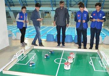 Bu ligde futbolcular robot!